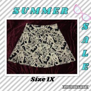 Gorgeous plus Size 1X Black/cream circle skirt.